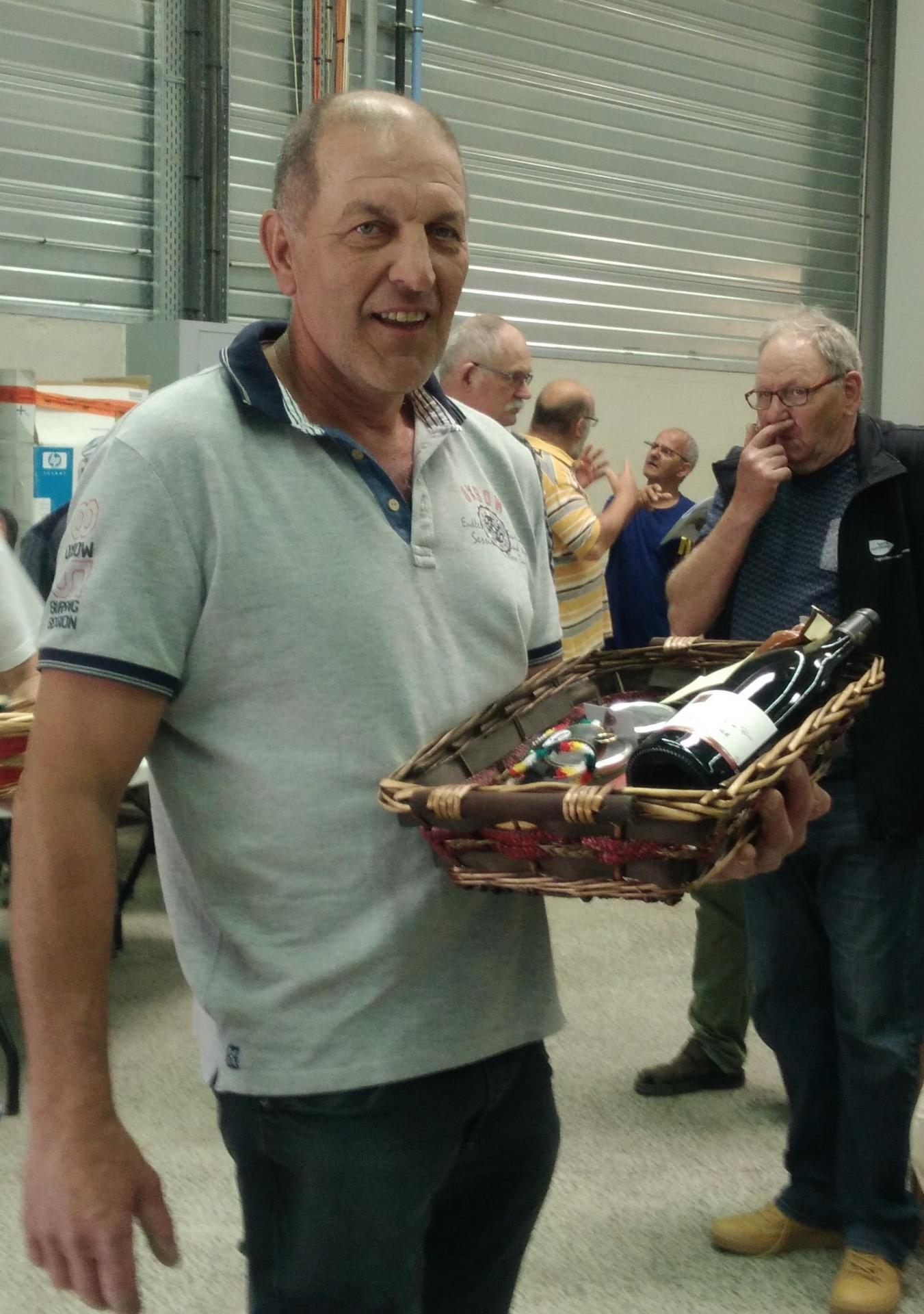 Jean louis ballot grand prix d exposition a besancon avec un lapin argente de st hubert felicitations